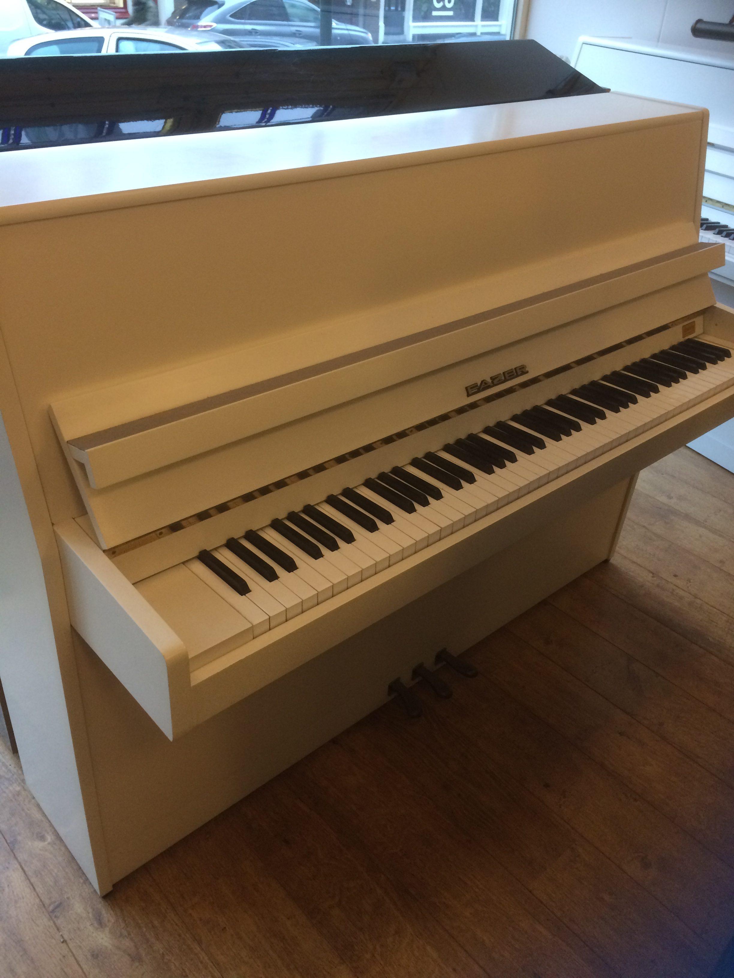 Hoogglans Witte Piano.Fazer Piano Wit